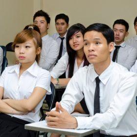 Thạc sĩ, cử nhân học trung cấp: Đi lùi tìm giá trị thực???