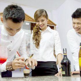 Nghề nấu ăn, bartender hút giới trẻ