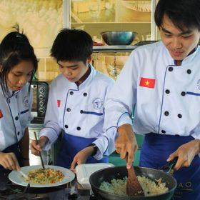 Học Trung cấp Nghề Việt Giao đủ sức... hội nhập quốc tế!