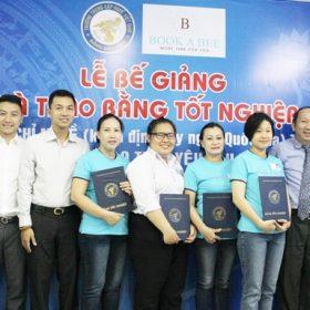 Lễ trao bằng tốt nghiệp cho các học viên Book A Bee