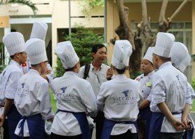 Người thầy mát tay với đội tuyển tay nghề Kỹ thuật chế biến món ăn
