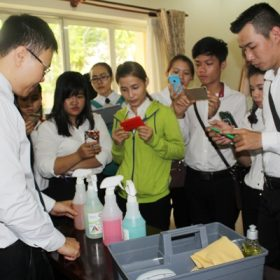 Đội Phục vụ phòng Trường Việt Giao tham gia buổi phổ biến vòng thi thực hành
