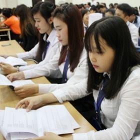 Học hệ 9+3, bài toán cho HS nghèo