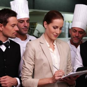 Chứng chỉ 'quản lý nhà hàng' và vai trò lợi nhuận đối với doanh nghiệp