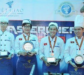 Nguyễn Hoàng Uyên Giang chiến thắng Master Chef Việt Giao 2015