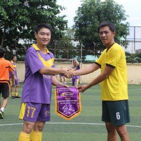Trận bóng đá giao hữu giữa trường Việt Giao và hệ thống Nhà hàng Cơm tấm Cali
