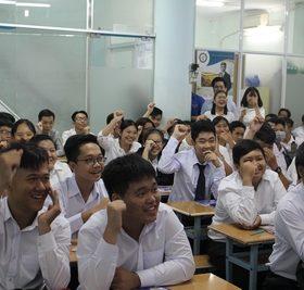 Gần 200 tân sinh viên dự lễ sinh hoạt đầu khóa