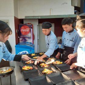 Kiến tập Đà Lạt 2019: 1000% tập trung cho một bữa tiệc của sinh viên ngành Bếp