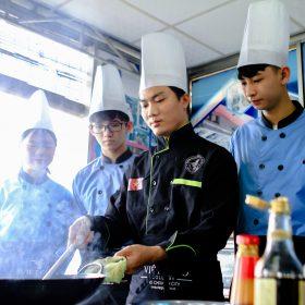 Quản trị Bếp – Ẩm thực: Nghề hái ra tiền cho những bạn học hành dang dở