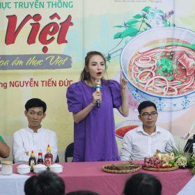 Sinh viên Việt Giao tiếp lửa từ Hoa hồi vàng và hoa hậu Diễm Hương