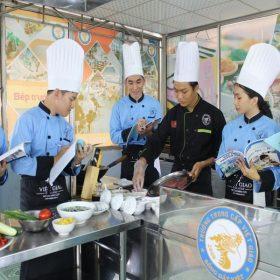 Làm thế nào chọn được trường đào tạo nấu ăn uy tín, có việc làm ngay?