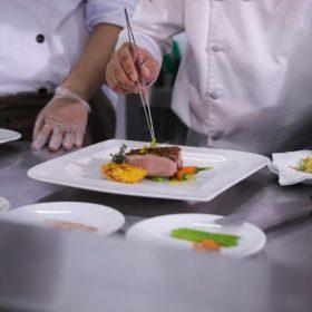 Giải đáp thắc mắc – Làm thế nào để nâng cao nghiệp vụ nghề bếp?