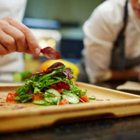 Học làm đầu bếp ở đâu chuyên nghiệp?